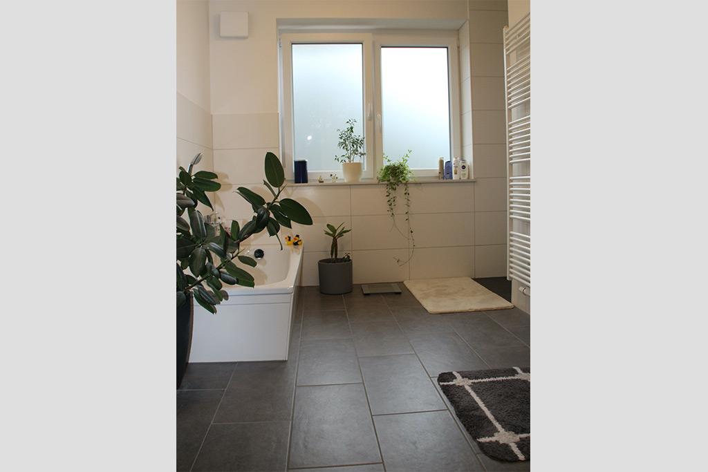 Wohnung mieten, Bad, in Neubau-2-Familienhaus in Henstedt-Ulzburg Süd (Rhen)